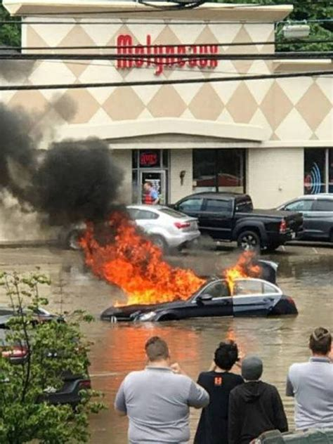 Car Crashes That Will Make You Wonder How And Why (32 pics)