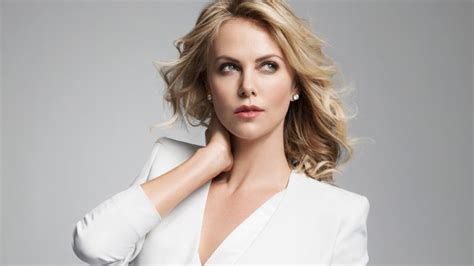 Charlize Theron : Taille, poids et mensurations - Taille