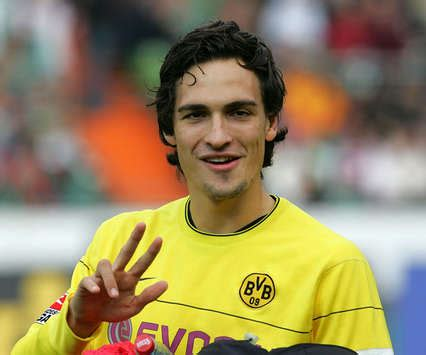 Top Football Players: Mats Hummels Profile and Pictures/Images