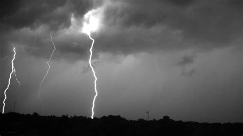 Lightning Storm Recorded at 7000 Frames Per Second - YouTube